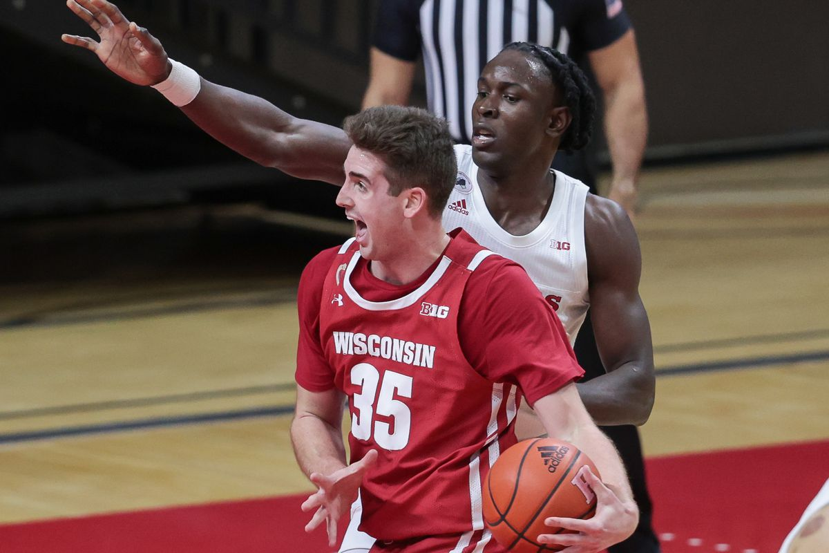 Wisconsin Badgers forward Nate Reuvers drives to the basket as Rutgers Scarlet Knights center Cliff Omoruyi defends during the second half at Rutgers Athletic Center (RAC).