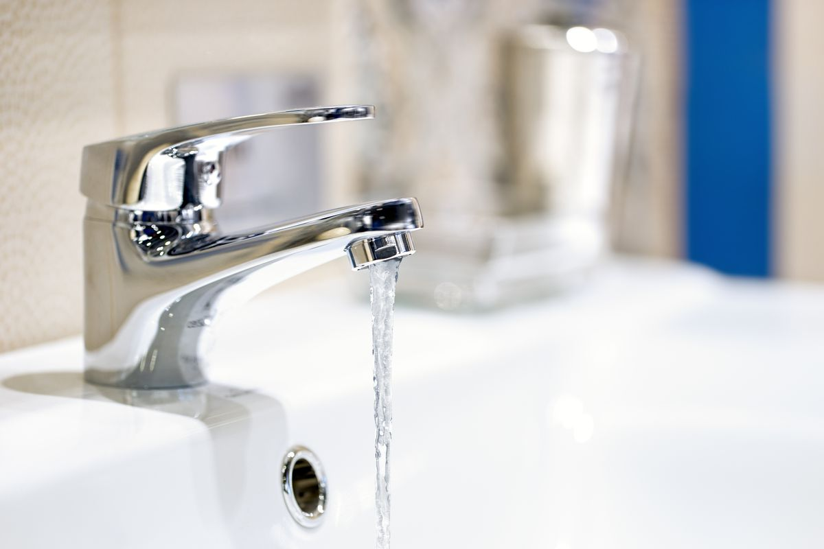 Some Sandy residents are being urged to flush their water taps and leave water running for 30 minutes after the city's water samples showed high levels of lead and copper.