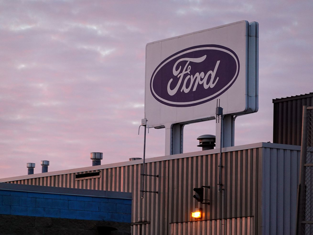 Ford Extends Closure At Chicago
