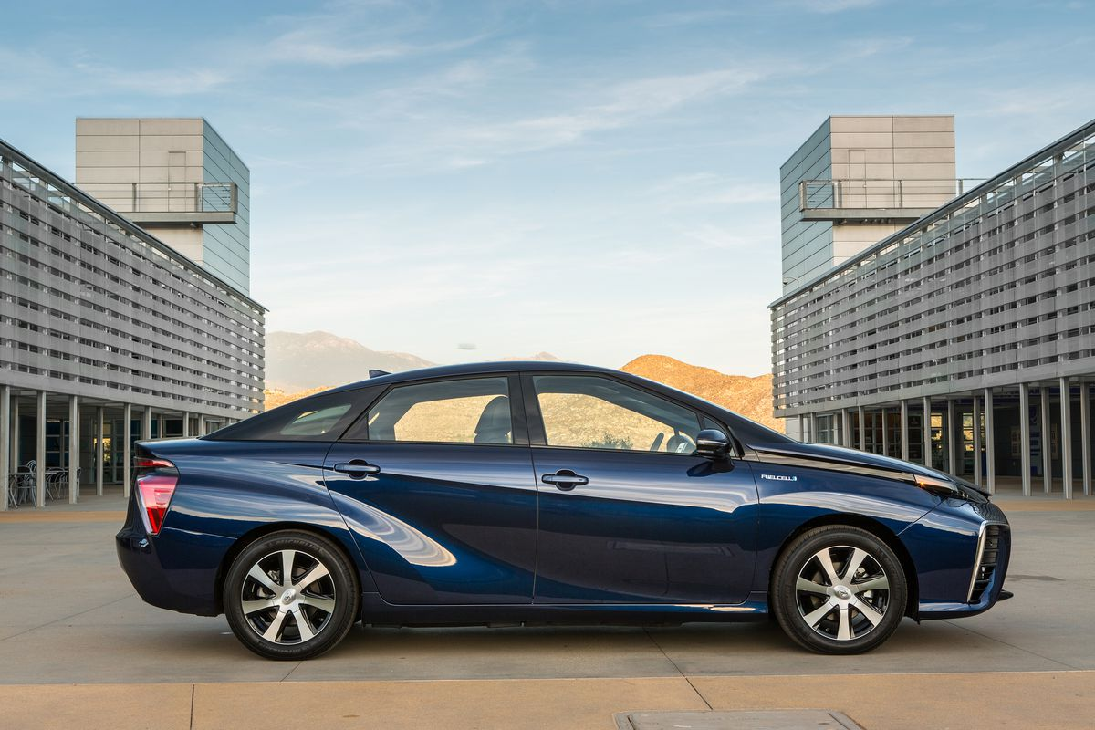 Toyota S Mirai Will Go 312 Miles On A Tank Of Hydrogen