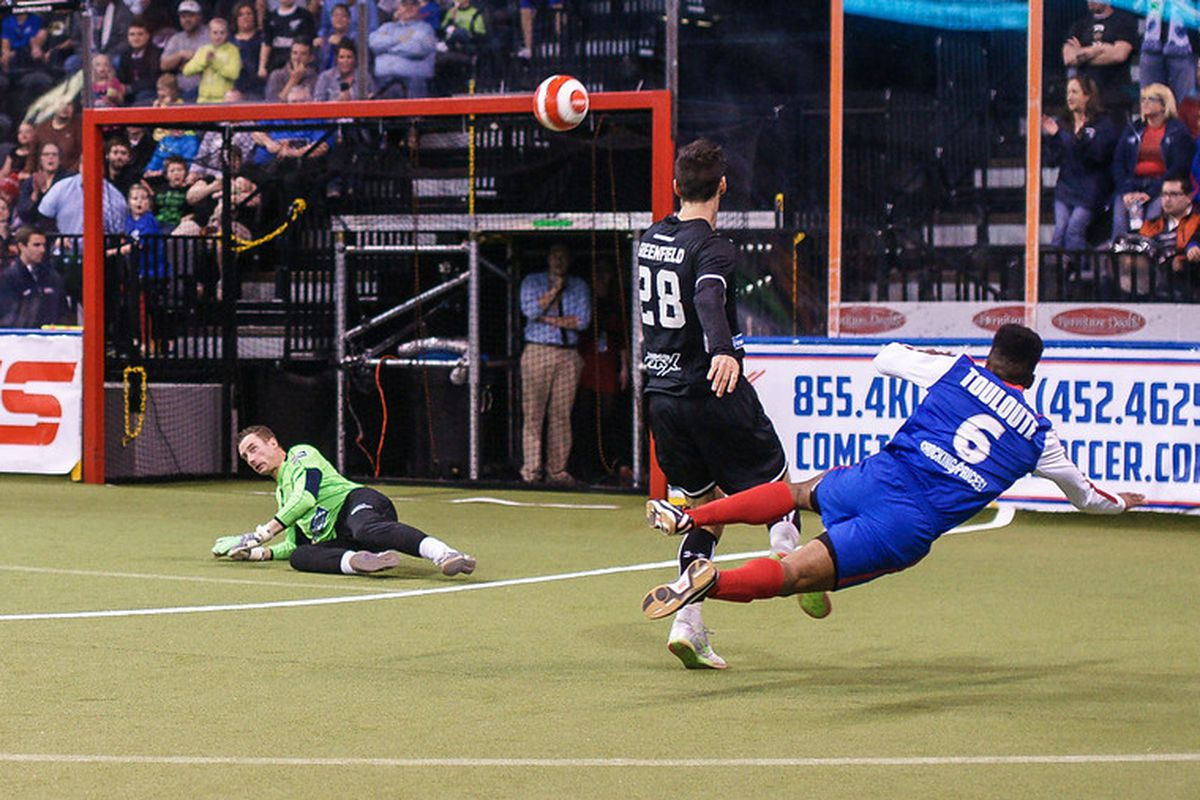 The Comets' Max Toulette scores against the Wave in the MISL Semi-Finals