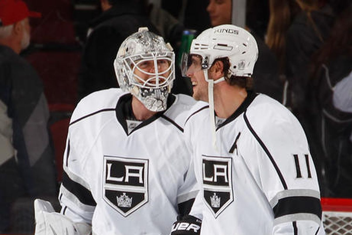 """Anze Kopitar displaying his underrated """"feigning understanding of what someone is talking about"""" skills"""