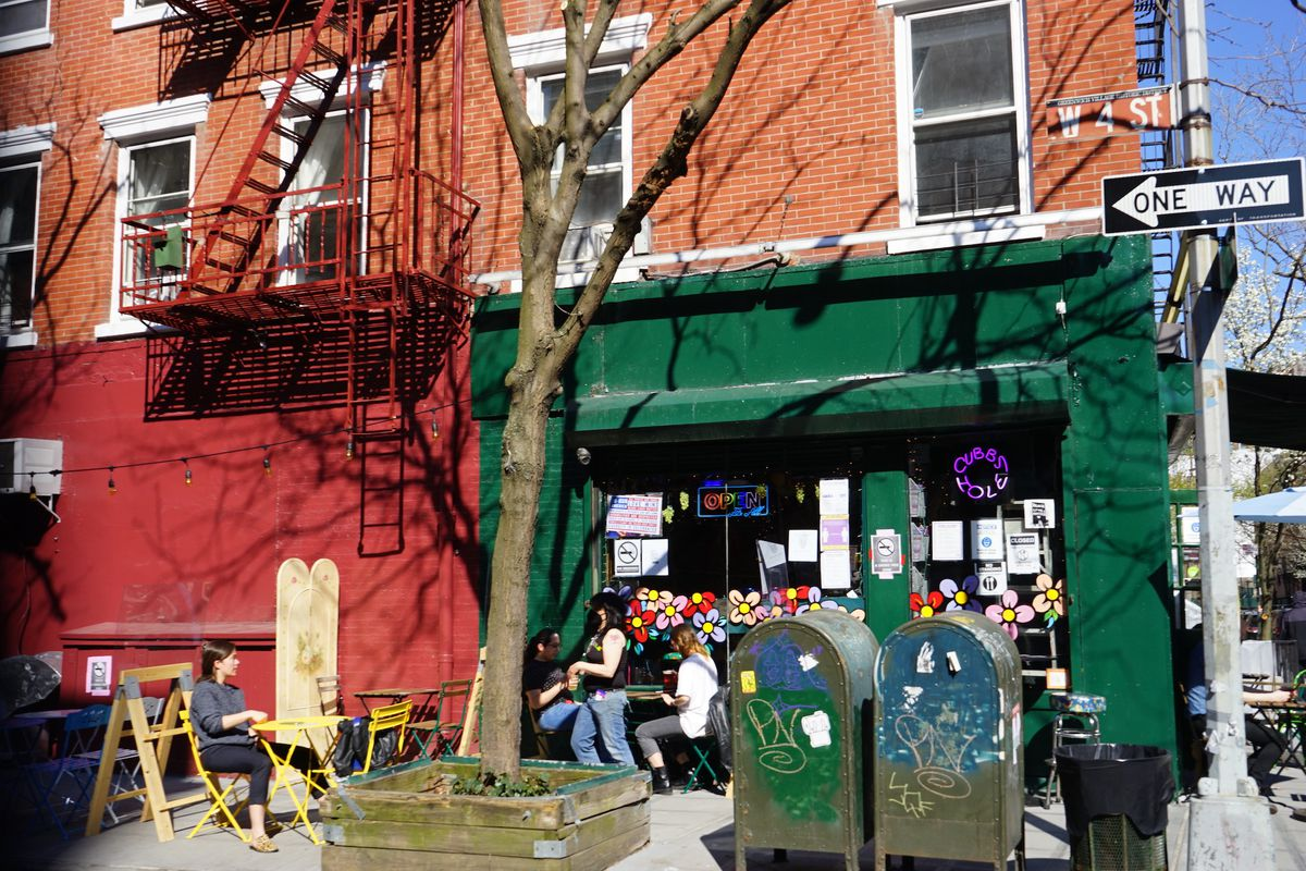 Outdoor seating at Cubbyhole in the West Village