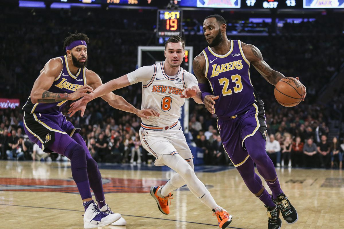 fca8e8f10539 LeBron James and Lakers collapse late to lose against Knicks