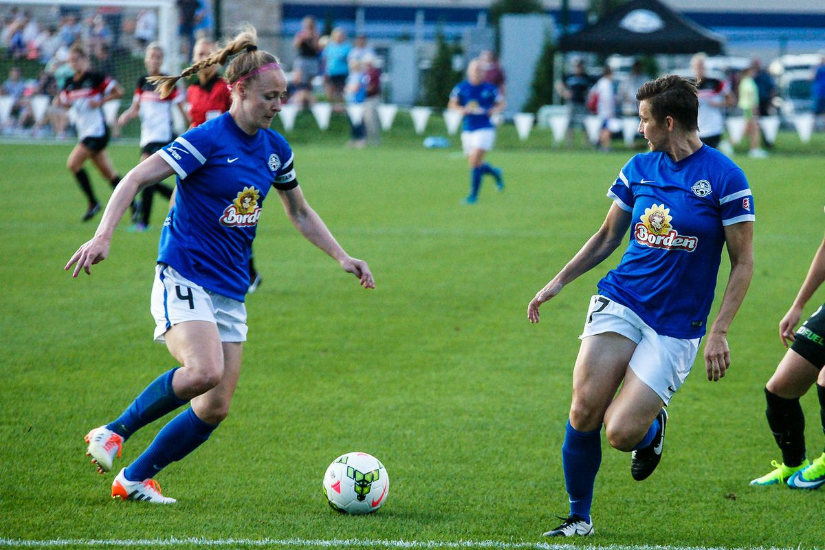 Becky Sauerbrunn (#4) voted NWSL Defender of the Year