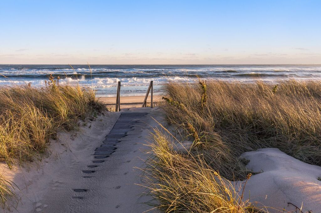 Drew Lane Is Located Close To East Hampton S Main Beach And About Two Miles From Village Restaurants