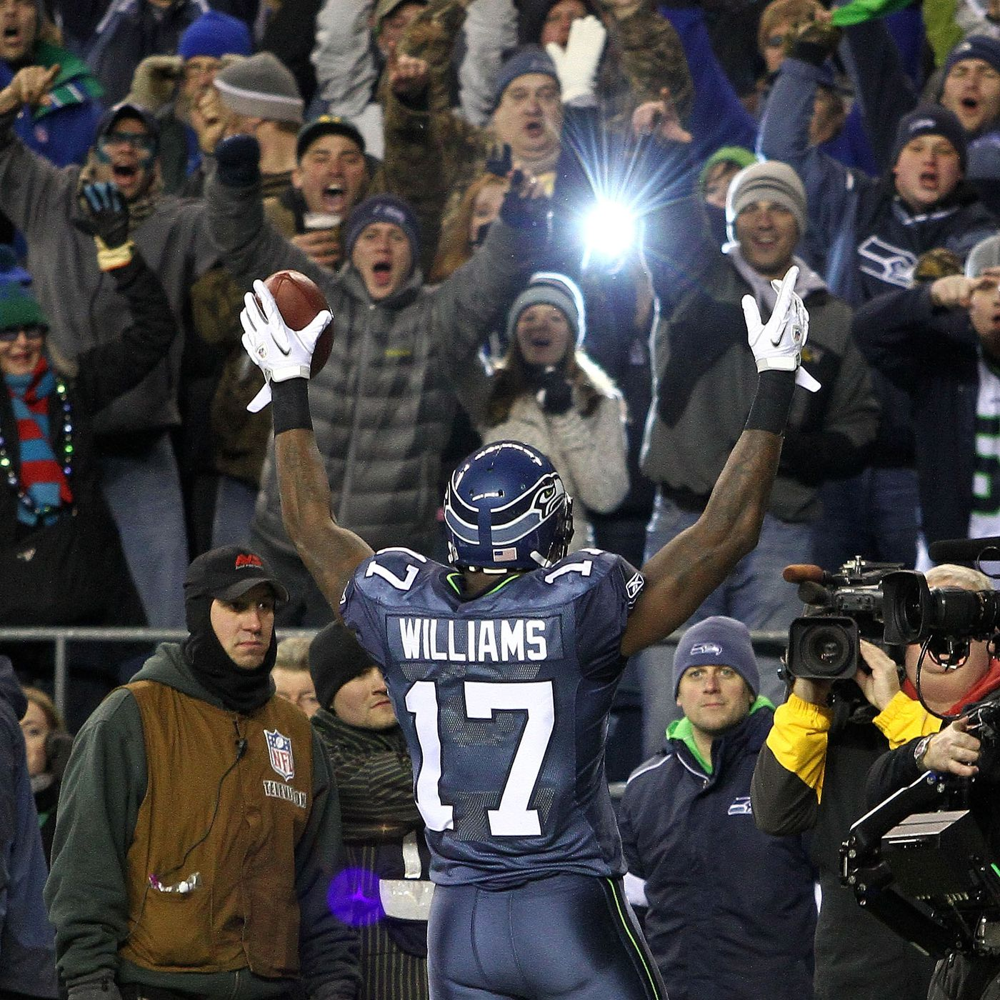 Enemy Reaction Throwback Edition Seahawks Vs Rams For The 2010 Nfc West Title Field Gulls