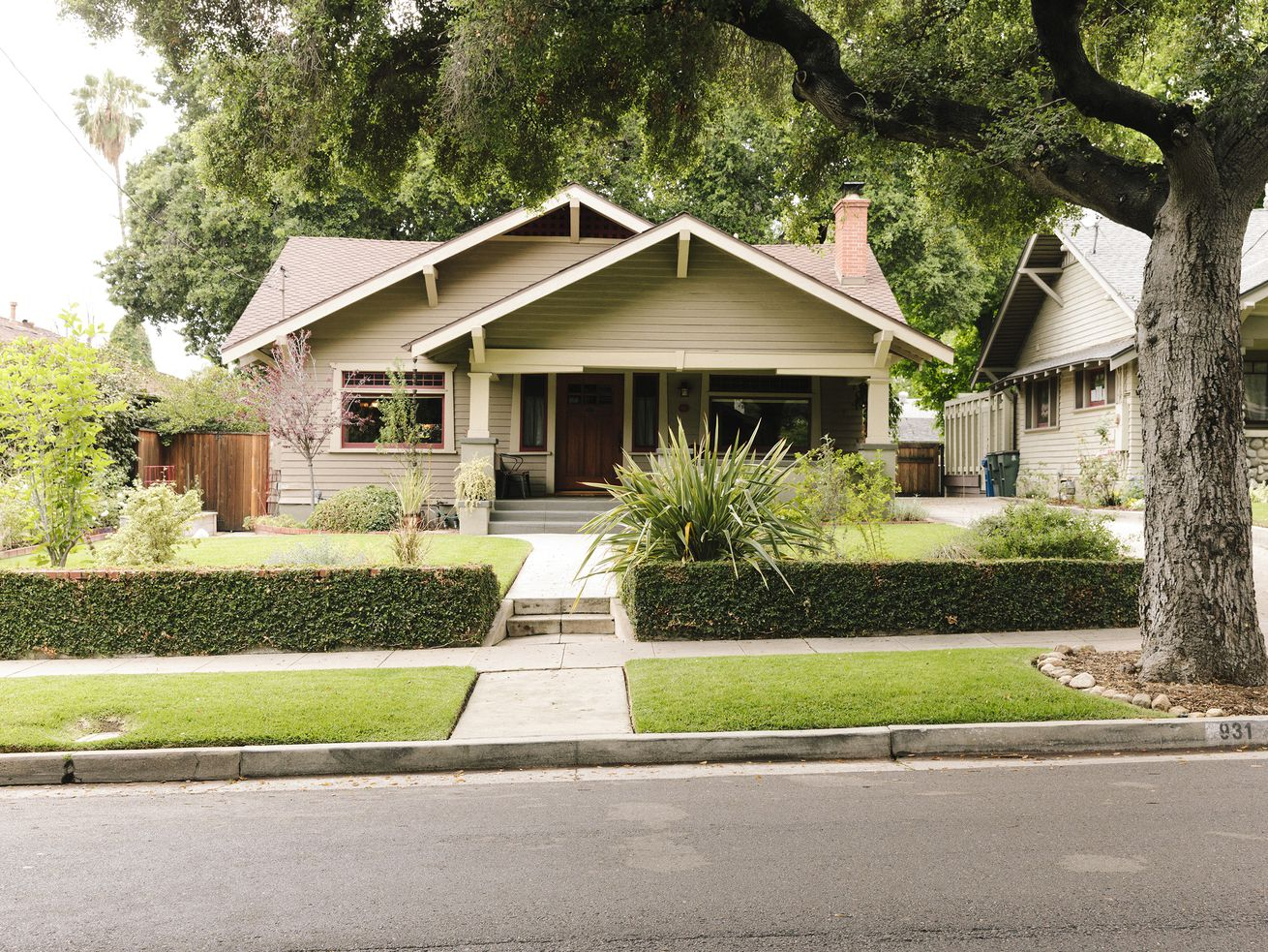 Single-family homes in LA County now take nearly two weeks longer to sell than they did a year ago, according to the California Association of Realtors.