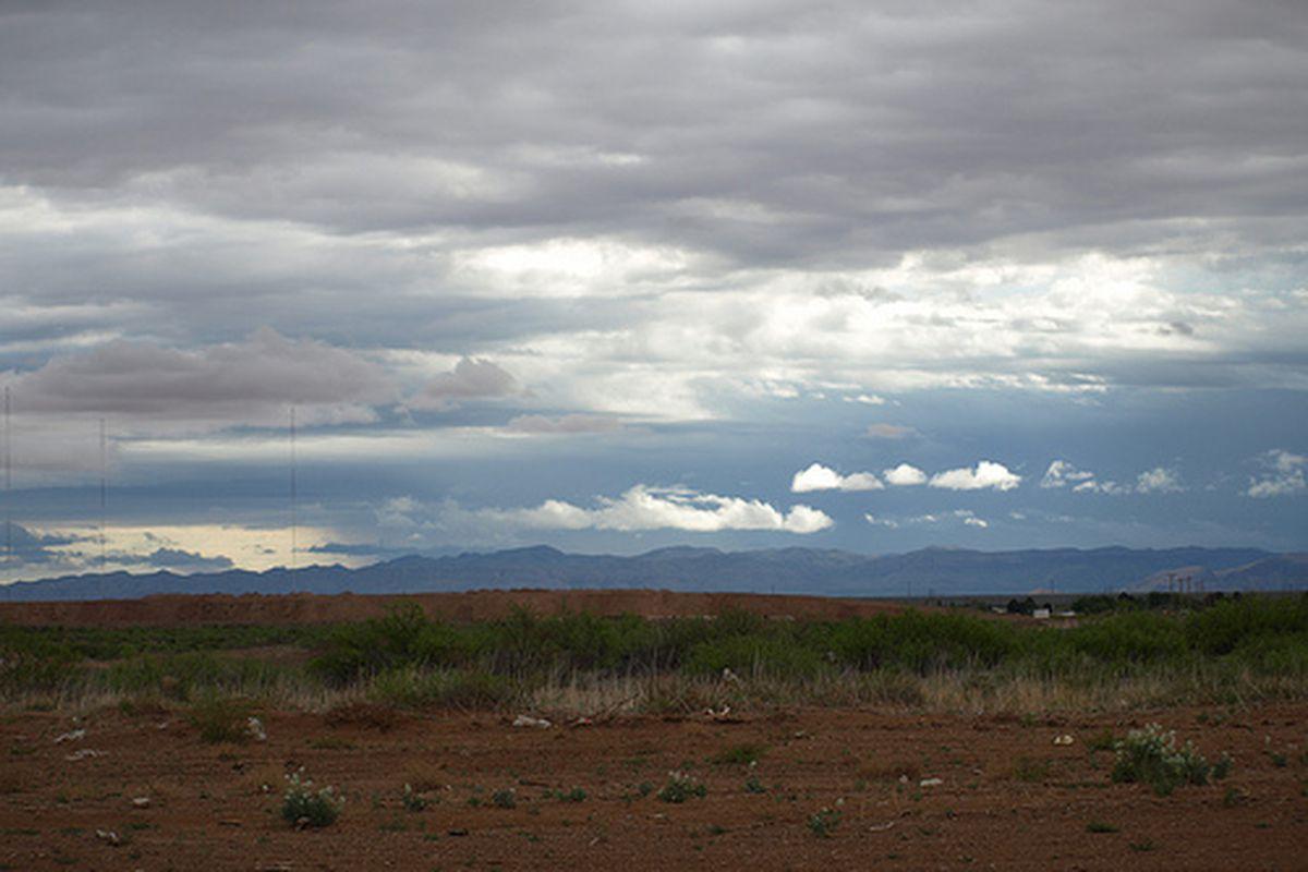 "West Texas skies.  via <a href=""http://farm5.static.flickr.com/4065/4536645063_7b1bd5647f.jpg"">farm5.static.flickr.com</a>"