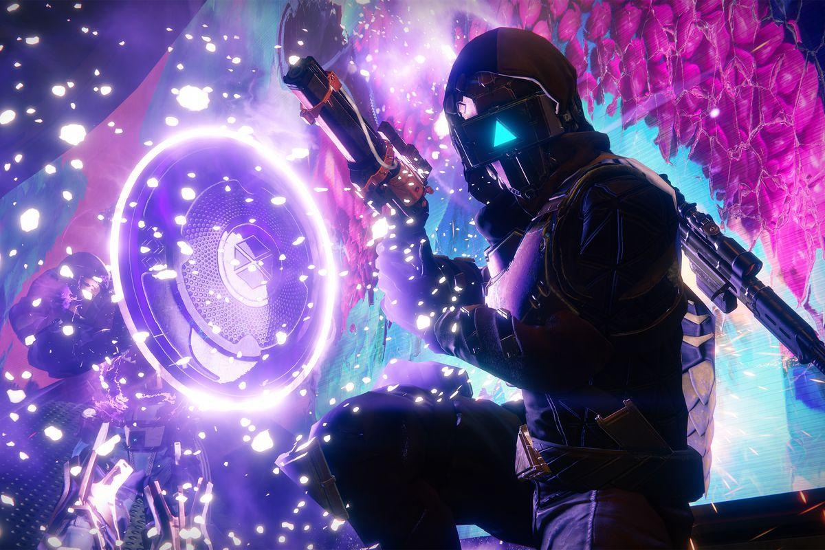 Destiny 2: Curse of Osiris - Hunter kneeling next to Sentinel Titan