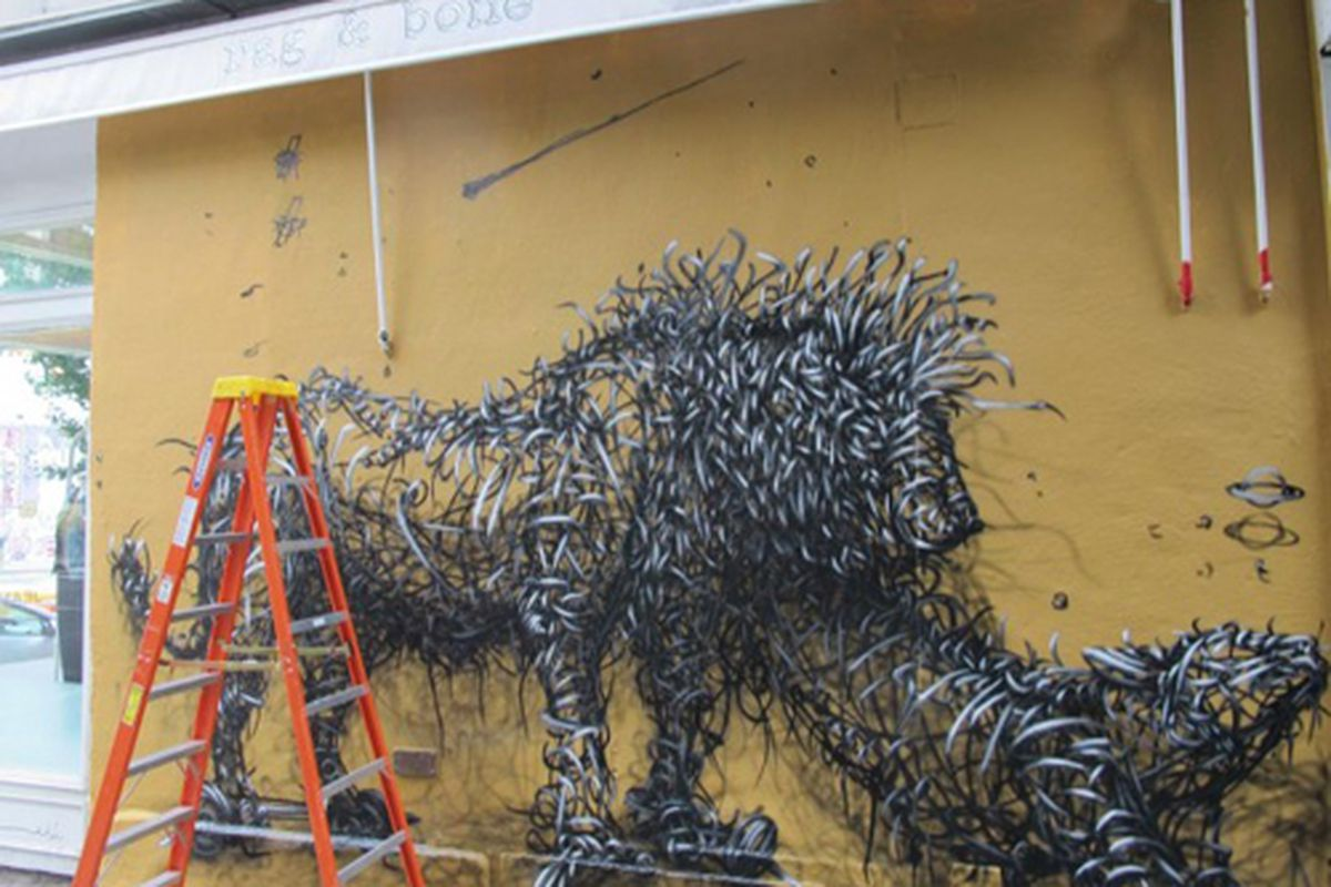 """Image via <a href=""""http://www.boweryboogie.com/2012/08/dal-paints-lion-of-a-mural-on-rag-bone/"""">Bowery Boogie</a>"""