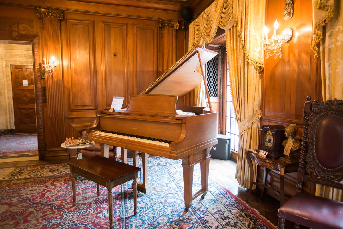 peek inside the motown mansion estate sale and auction