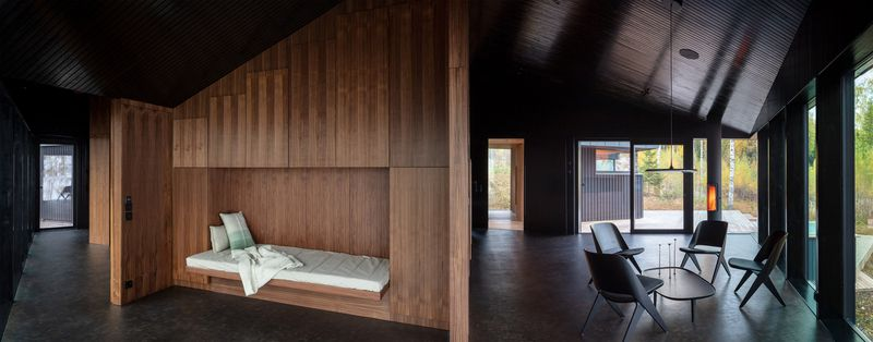 Living room with recessed daybed.
