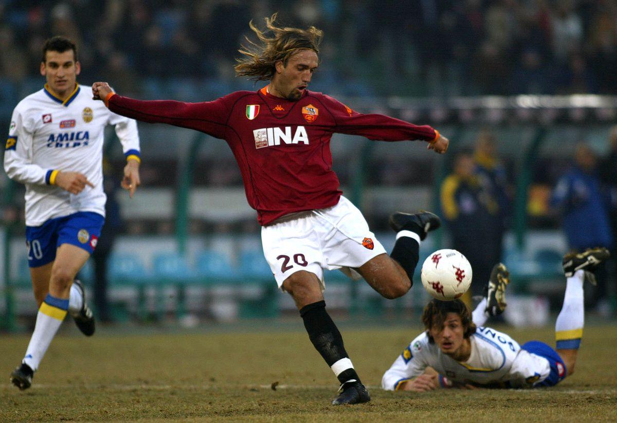 AS Roma striker Argentinian Gabriel Batistuta (C)