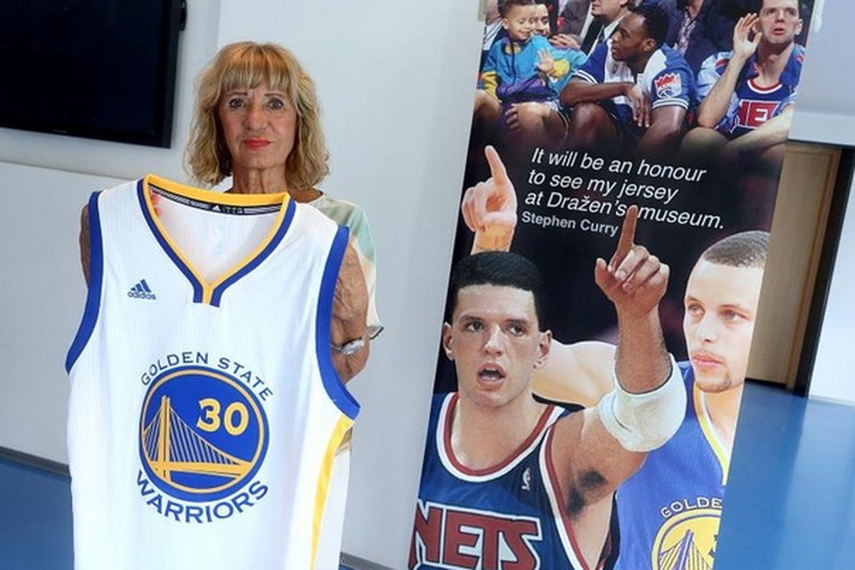 Stephen Curry sends game-worn NBA Finals jersey to Drazen Petrovic's mom - NetsDaily