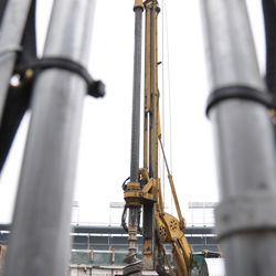A view of the entire drilling rig
