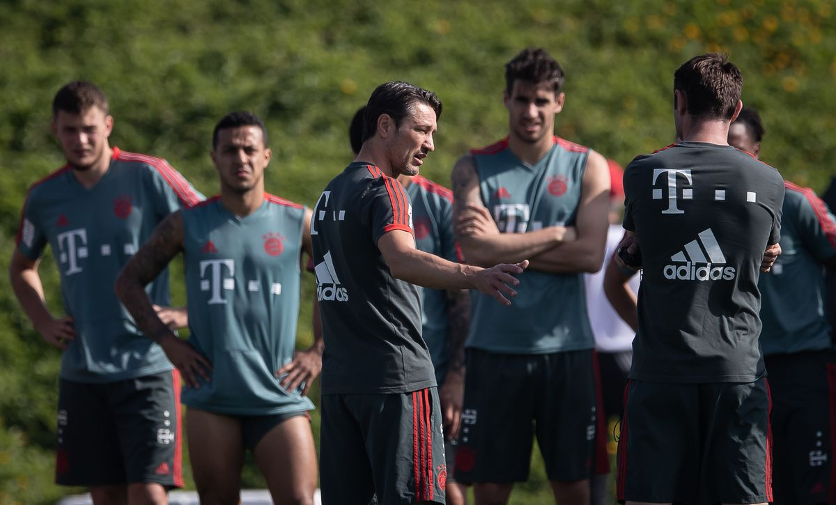 FC Bayern Muenchen Doha Training Camp - Day 6 DOHA, QATAR - JANUARY 09: Head coach Niko Kovac gives instructions during a training session at day six of the Bayern Muenchen training camp at Aspire Academy on January 07, 2019 in Doha, Qatar.