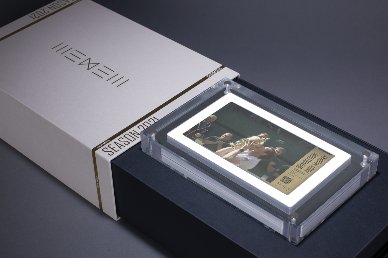 A box containing a digital display, which shows an image of Andy Murray kissing a trophy after winning Wimbledon in 2013.