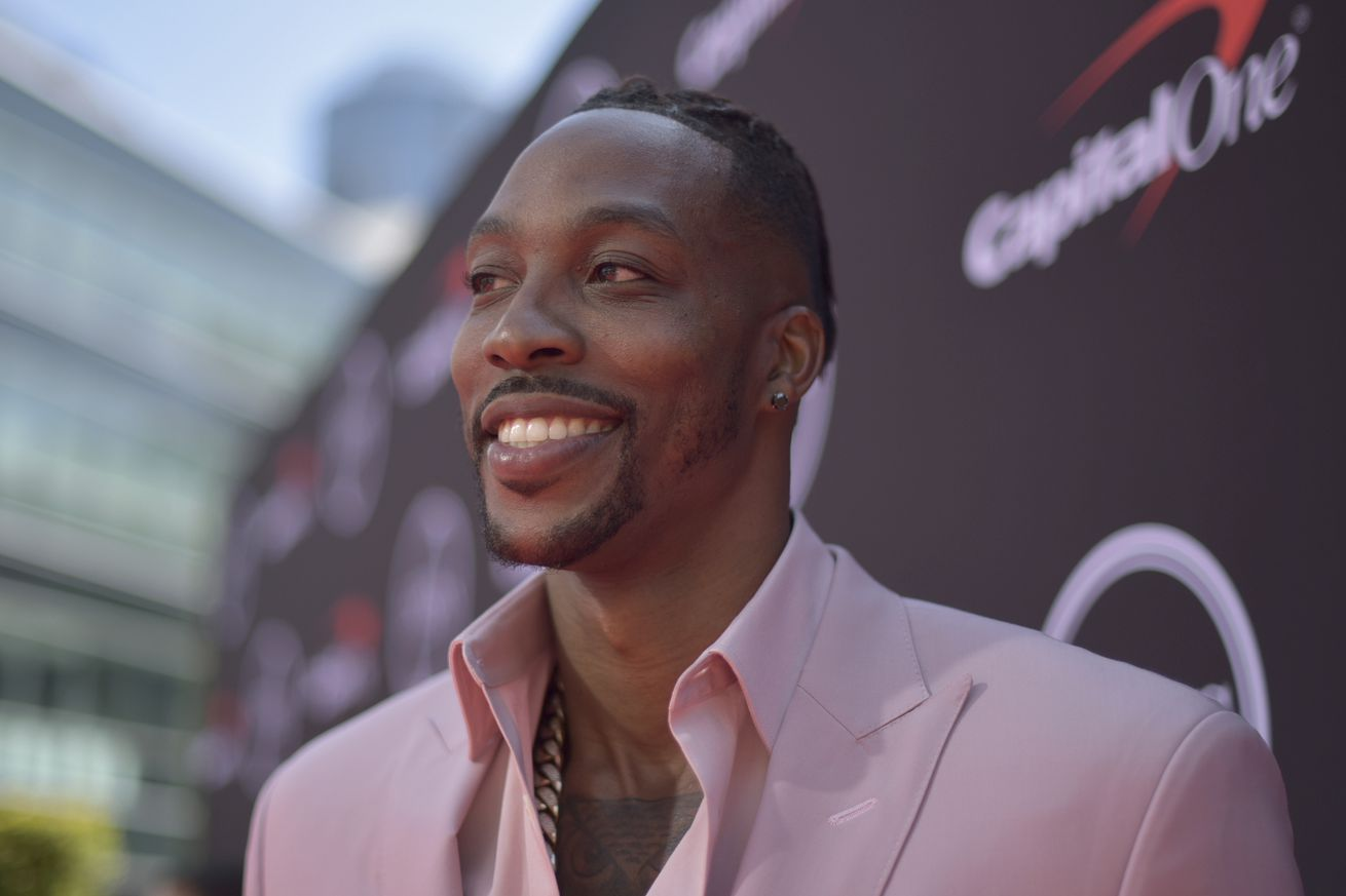 NBA's Dwight Howard: I'm not gay, but I understand why people hide that