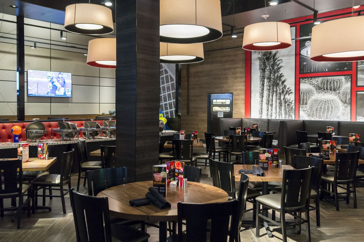 Your first look inside dave buster 39 s opening on monday for Best private dining rooms in chicago 2016