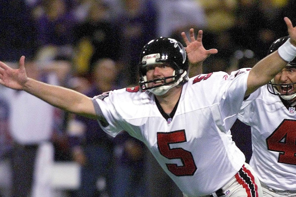 Kicker Morten Andersen (L) of the Atlanta Falcons