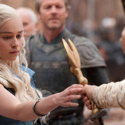 Season 3: A closer look at her dual braid.