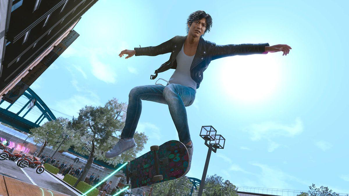 Lost Judgment protagonist Takayuki Yagamion a skateboard