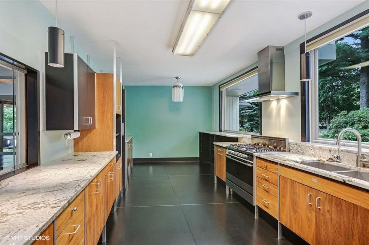 Modernist Keck & Keck escape in Indiana lists for $399K - Curbed Chicago