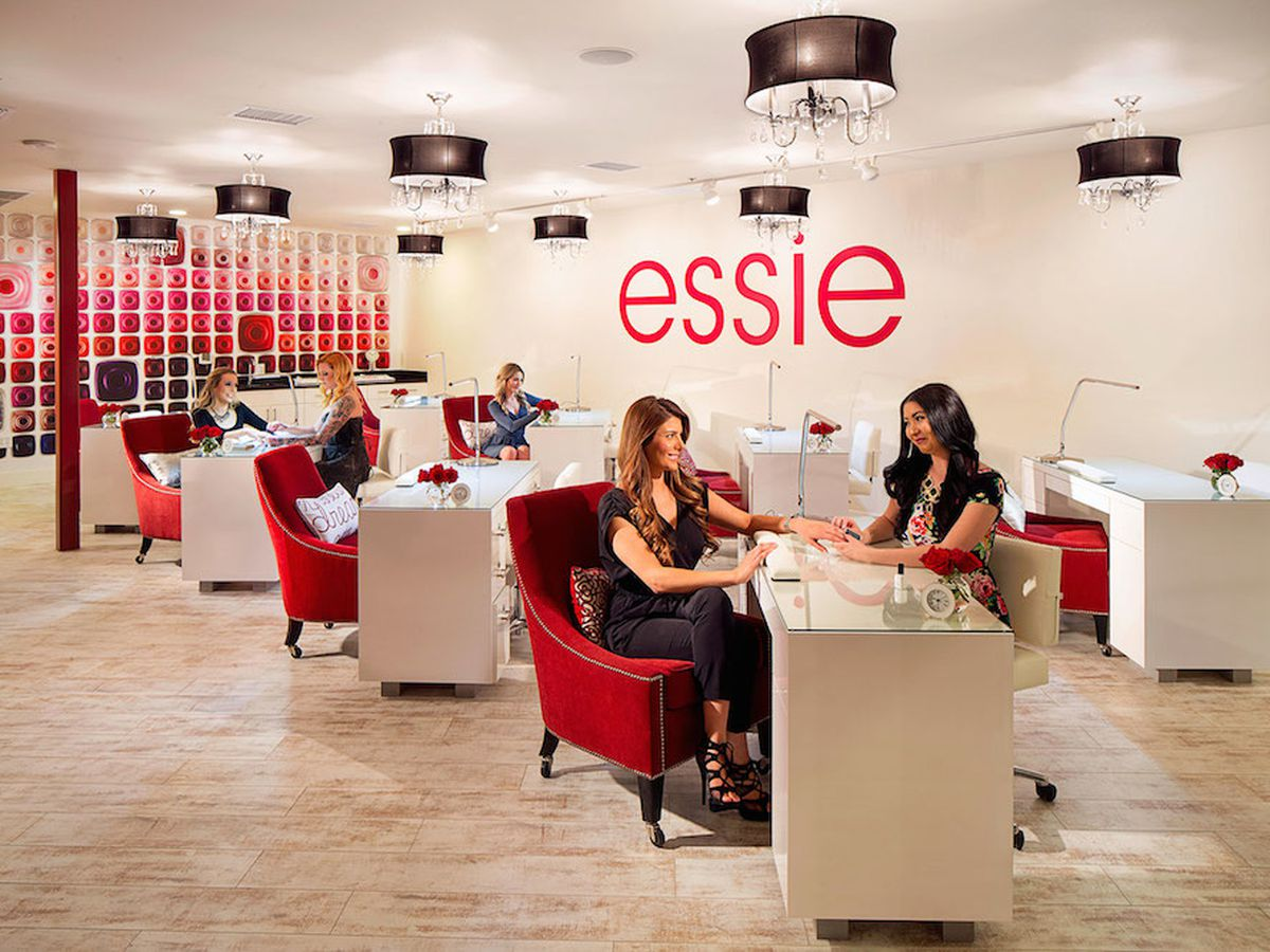 Essie Lounge at LOOK Style Society