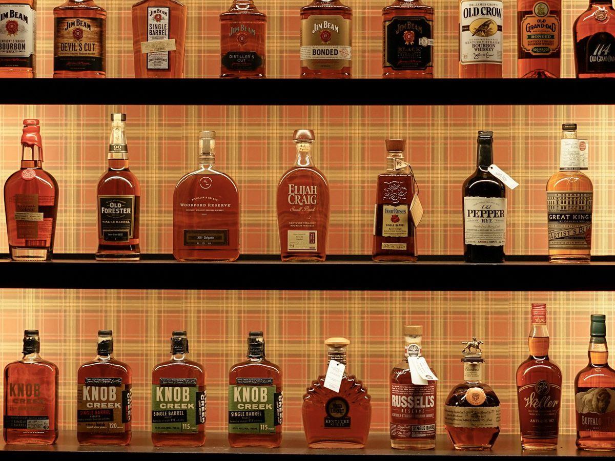 "<span data-author=""3635139"">Seven Grand Whiskey Bar </span>"