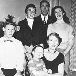 Family portrait shows Obert and Annie Tanner with four of their children, Gordon, Joan, Dave and Carolyn.