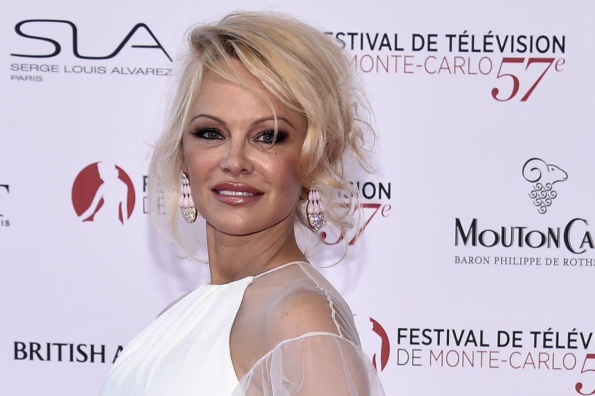 Pamela Anderson S Short Lived Career As A Vegan Restaurateur Is Over Eater