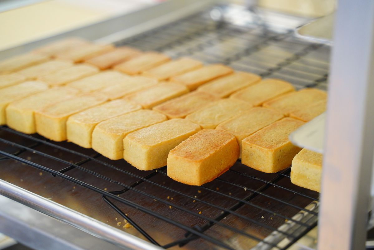 A cooling rack lined with rows of Taiwanese pineapple cakes