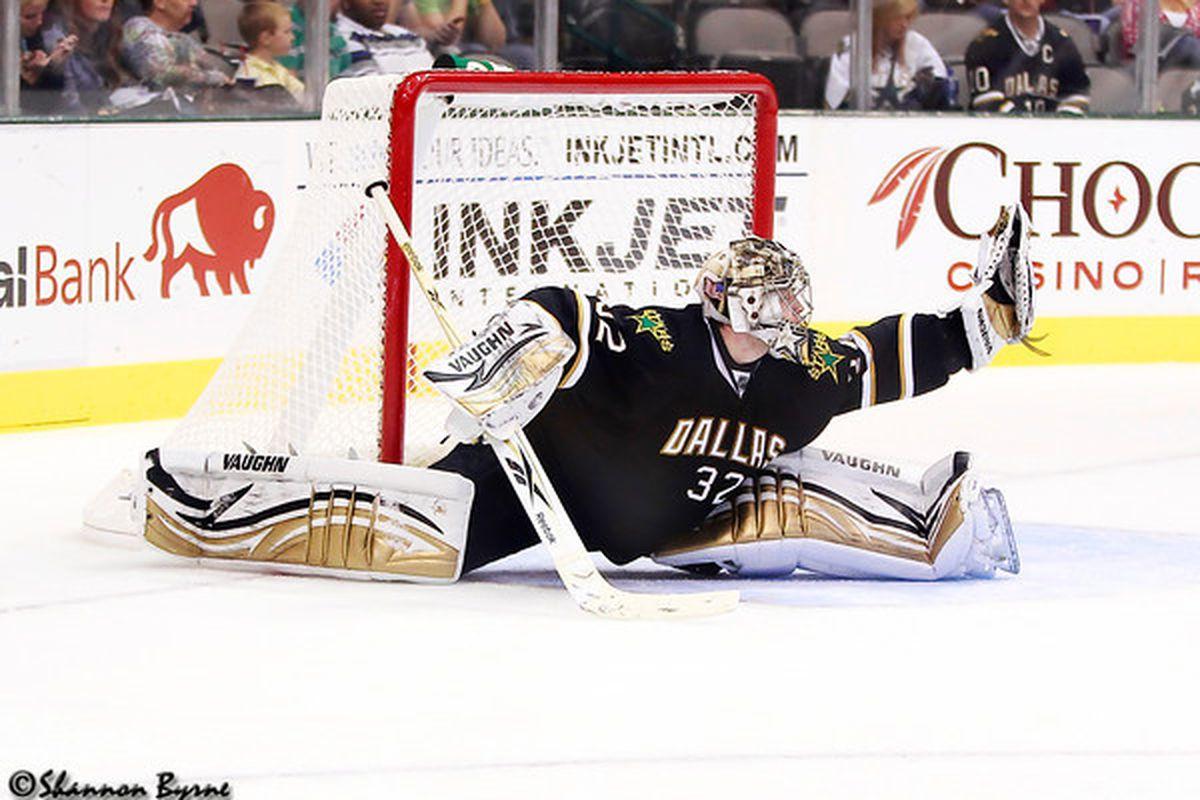 "via <a href=""http://www.myhockeyshots.com/DallasStars2011-2012Season/Games/101011-Stars-vs-Coyotes/i-rQVc8QC/1/M/5822-lehtonen-M.jpg"">www.myhockeyshots.com</a>"