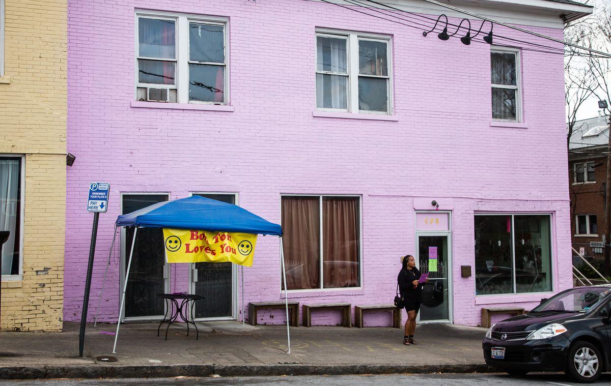 Bon Ton on Myrtle Street in Midtown Atlanta curbside pickup tent