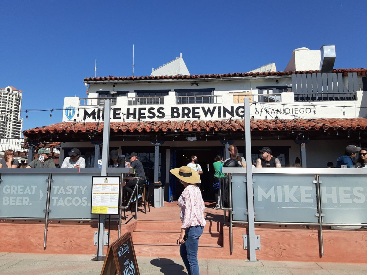 People on the front patio of Mike Hess Brewing/Quiero Tacos in Seaport Village