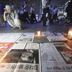 """Extra editions of newspapers reporting on South Korea's former President Kim Dae-jung's death are displayed in front of the Seoul City Hall in South Korea Tuesday. Kim, who survived assassination attempts during his years as a dissident and won the Nobel Peace Prize for his reconciliation efforts with communist North Korea, died Tuesday.  The headline reads """"South Korea's former President Kim Dae-jung's death."""""""