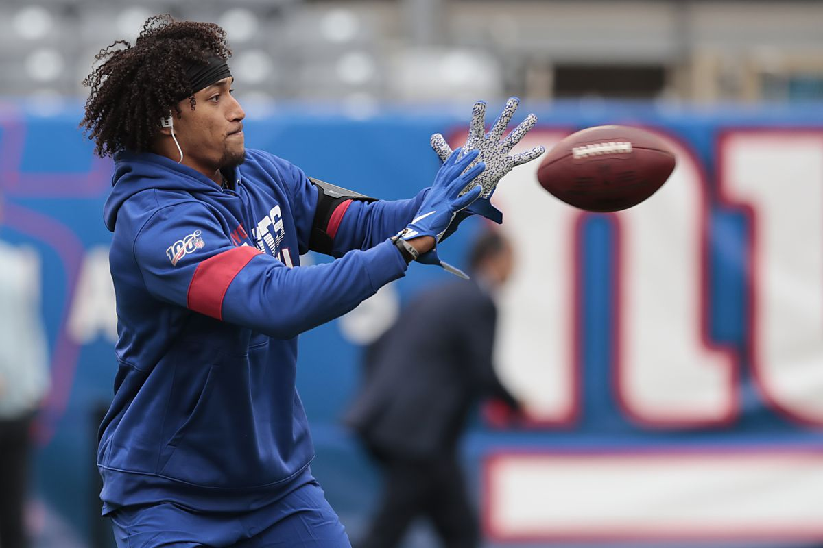 New York Giants tight end Evan Engram warms up before his game against the Arizona Cardinals at MetLife Stadium.