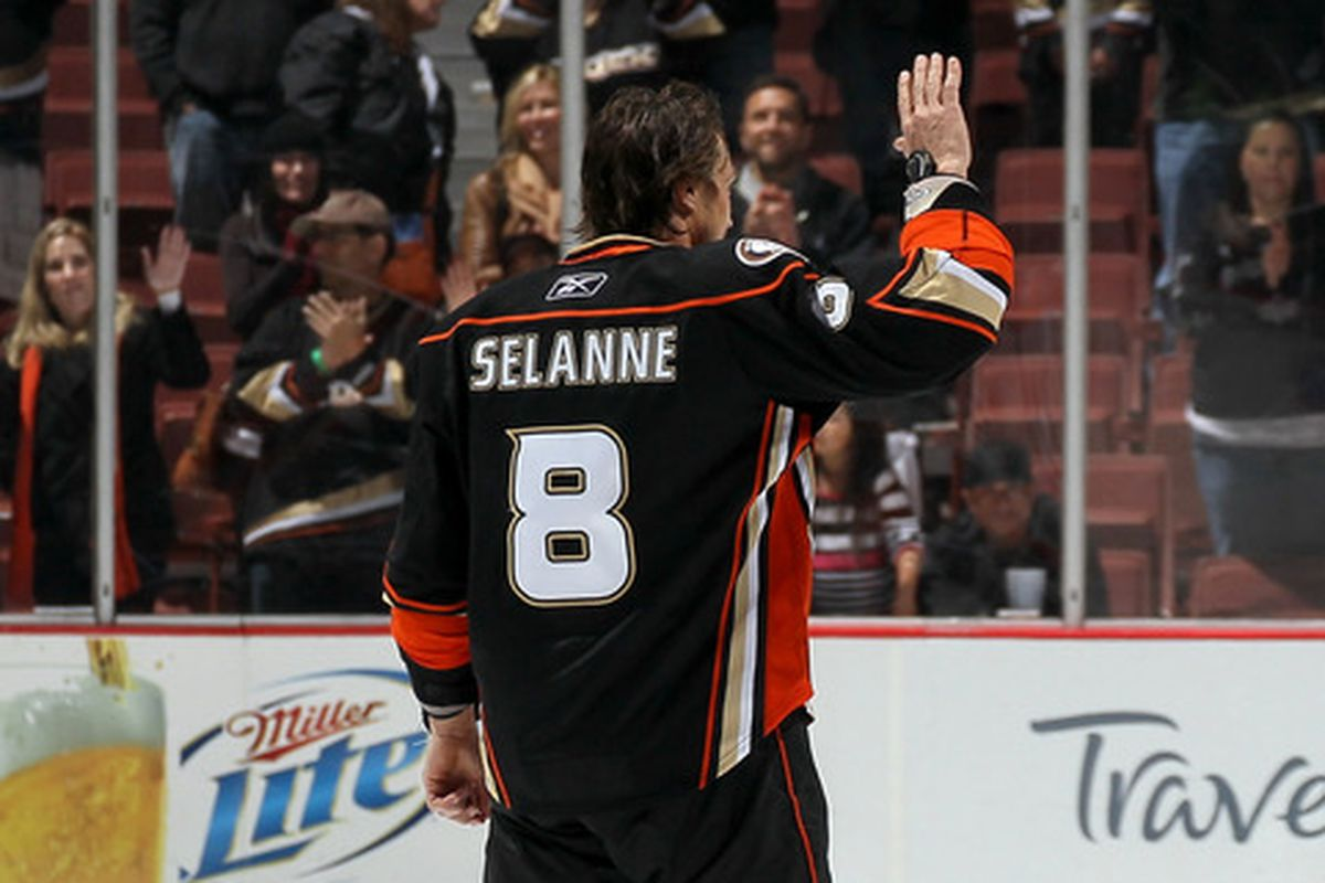 Final home game of 2012. This shouldn't be Selanne's last moment.