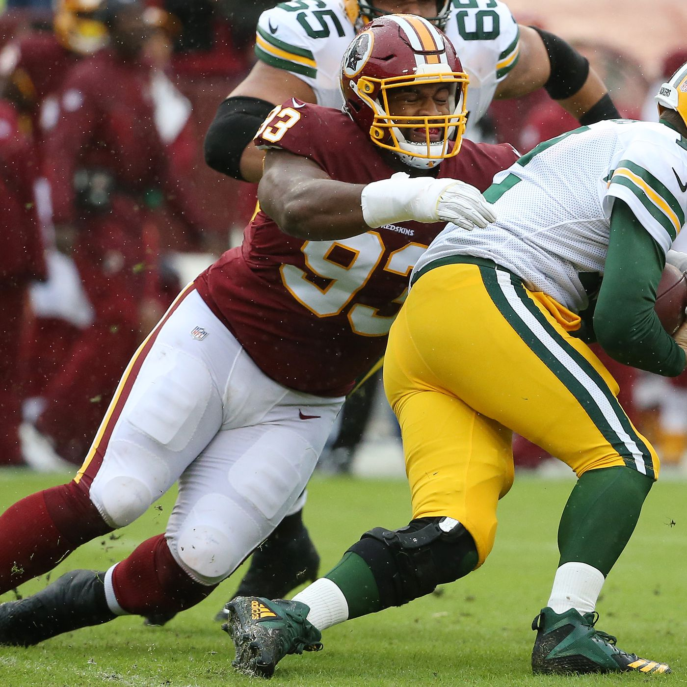 8168549fdc1 Jonathan Allen gets his first sack of the season, Redskins getting pressure  on Aaron Rodgers early