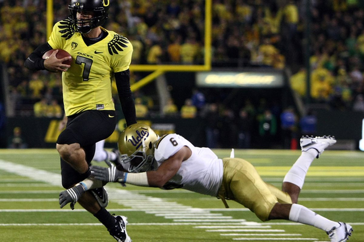 EUGENE OR - OCTOBER 21:  Nate Costa #7 of the Oregon Ducks evades the tackle of Tony Dye #6 of the UCLA Bruins  on October 21 2010 at the Autzen Stadium in Eugene Oregon.  (Photo by Jonathan Ferrey/Getty Images)