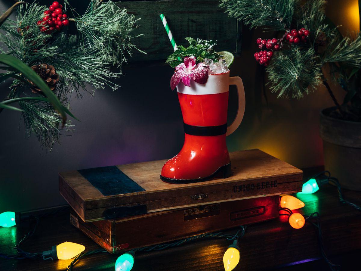 23 NYC Restaurants With Holiday Decorations Eater NY