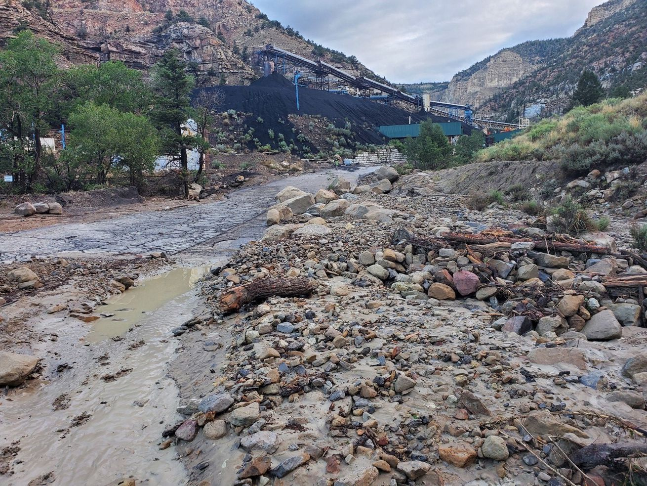 Miner dies after flash flood hits Emery County coal mine