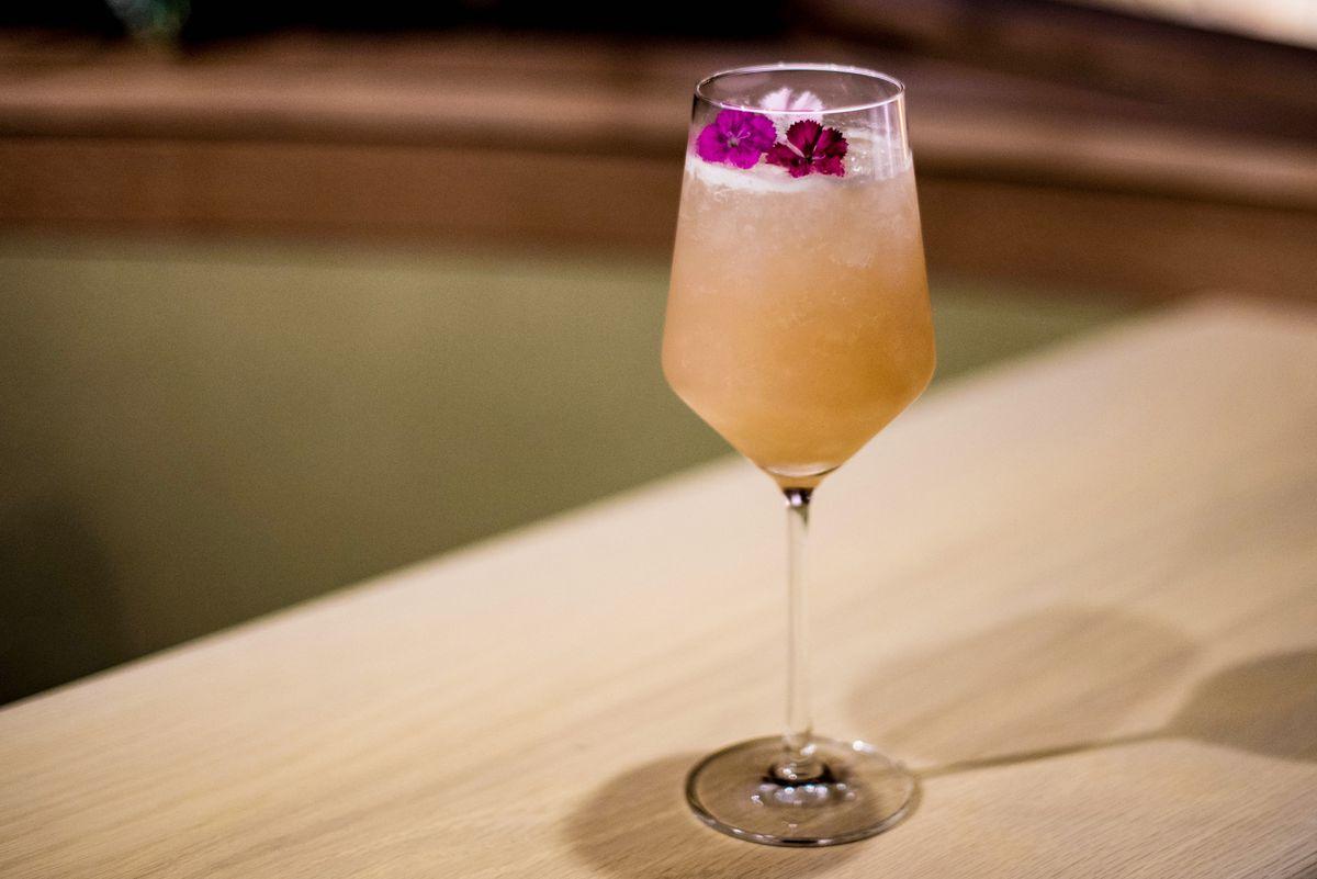 Momo Jiri (jasmine gin, white peach, lime, sparkling wine)