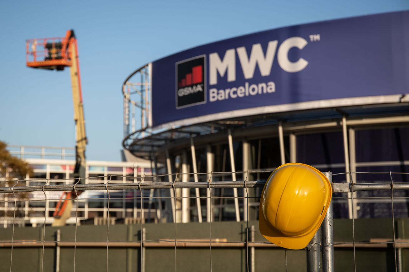 Mobile World Congress Stands Dismantled After Fair Cancellation