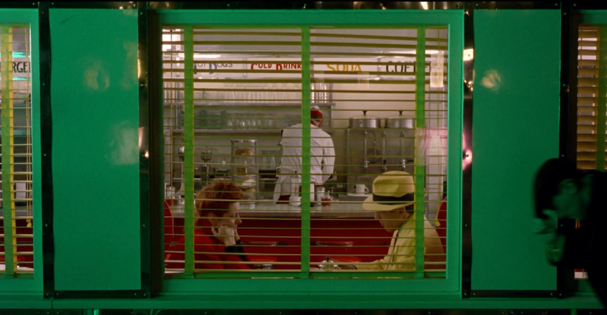 Dick Tracy and Tess Trueheart in Dick Tracy.