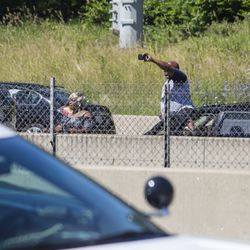 Motorists watch the Dan Ryan protest.   Ashlee Rezin/Sun-Times