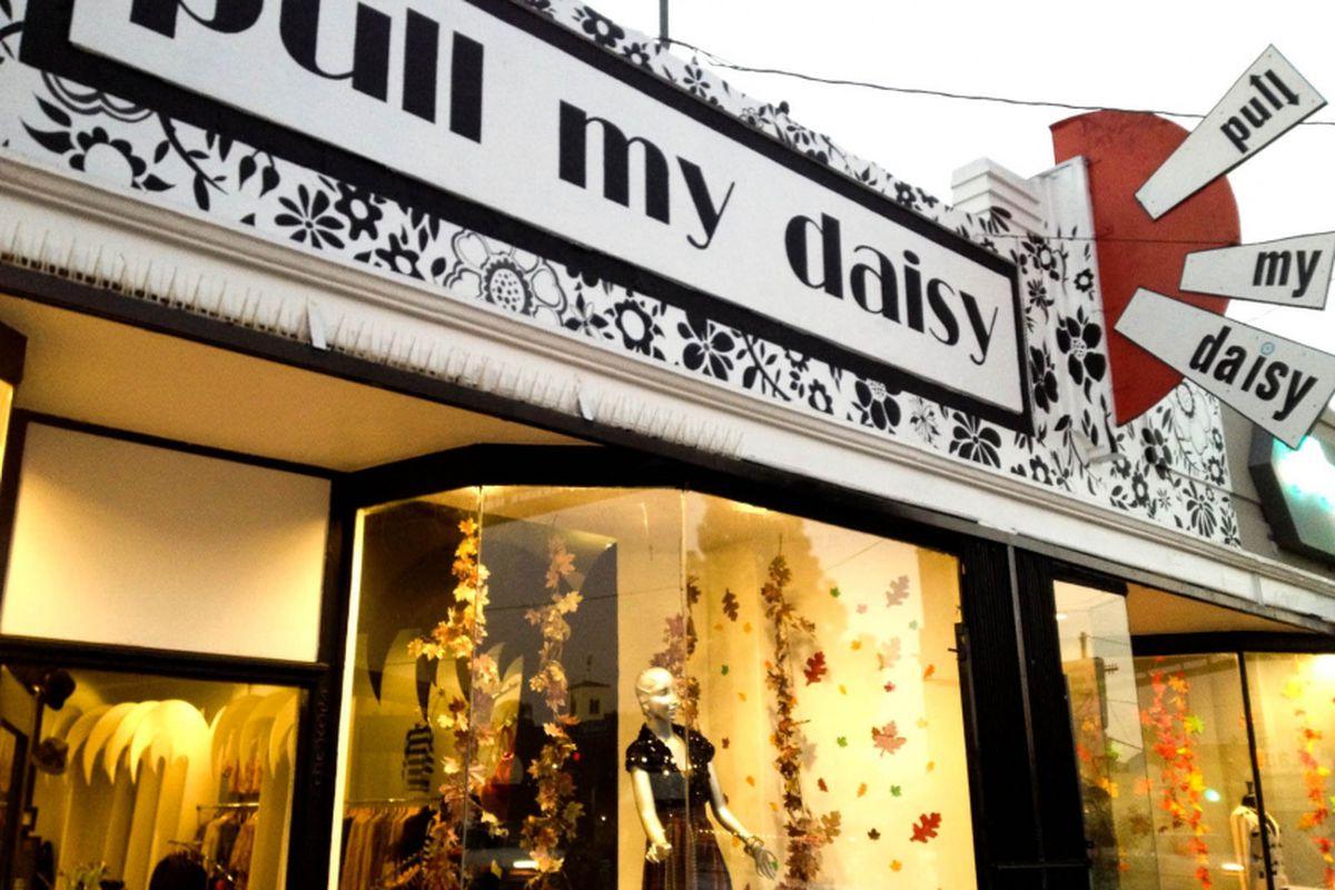 "Image via <a href=""http://ilovepullmydaisy.blogspot.com/p/silverlake-store.html"">Pull My Daisy</a>"
