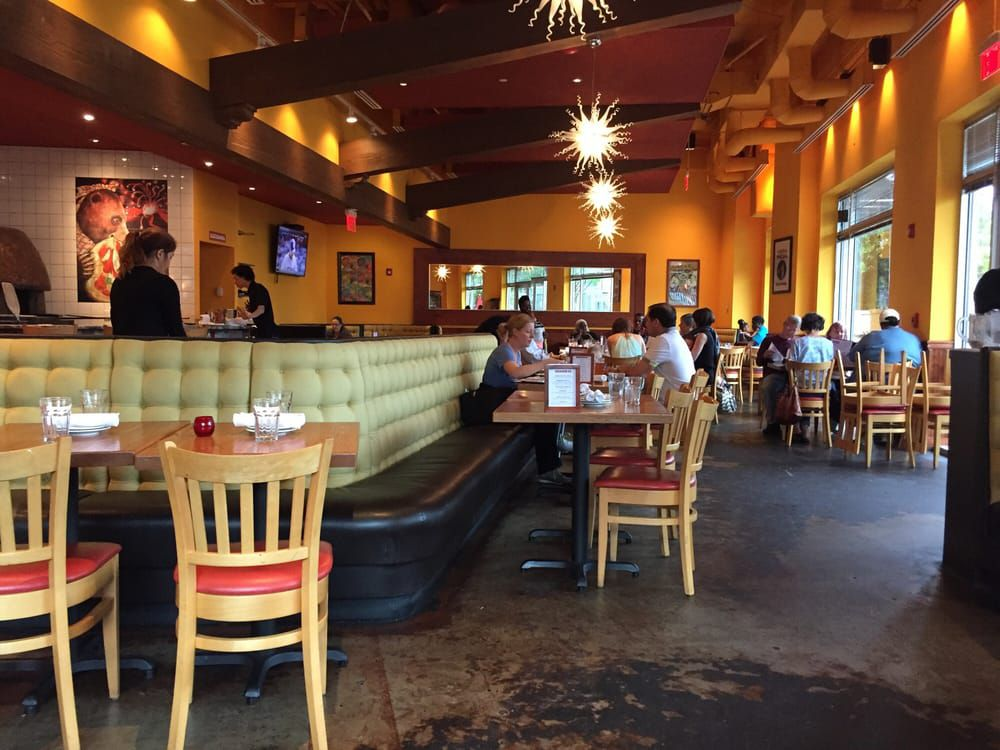 Pizzeria Orso VA dining room