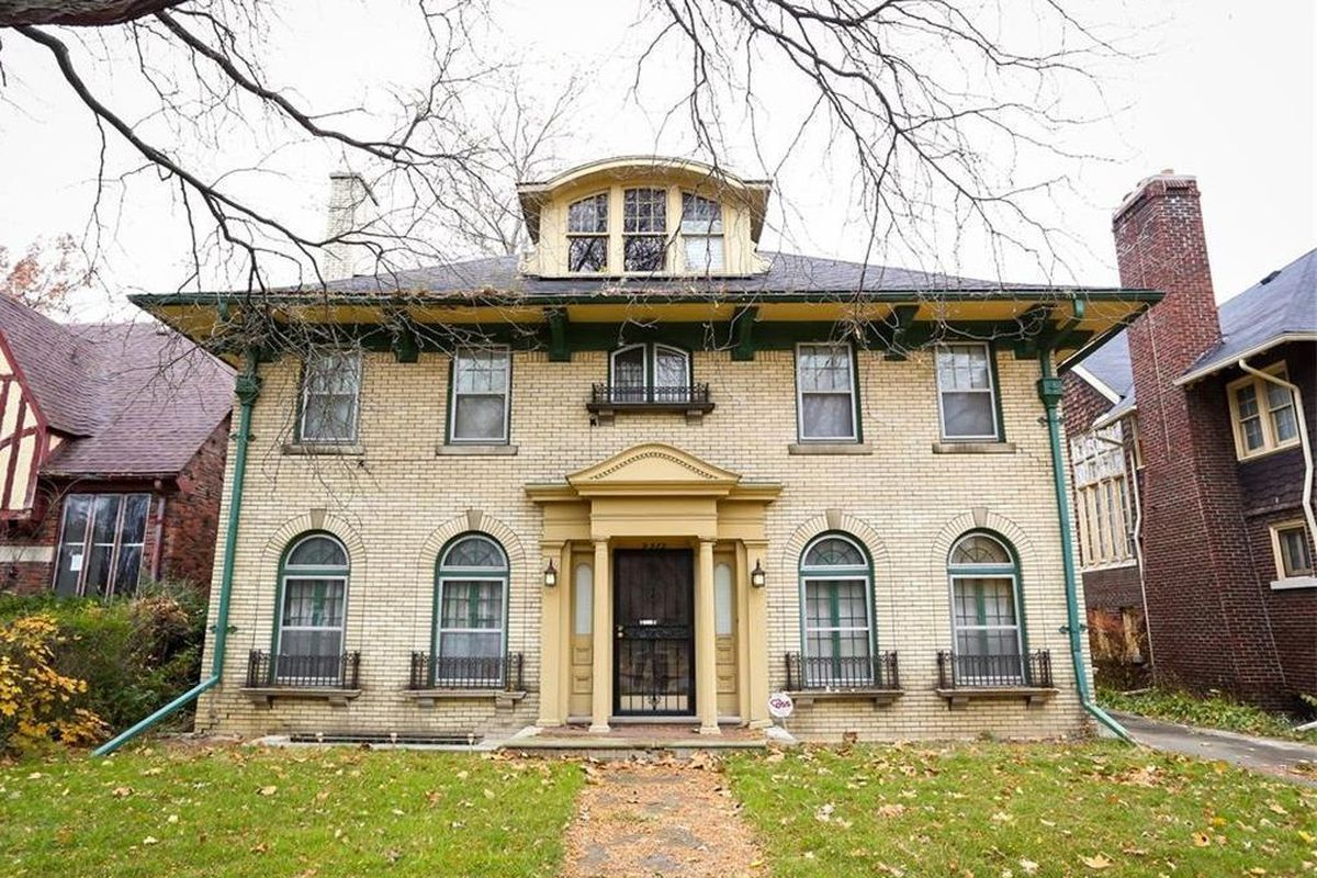 A few months ago, we featured a Boston Edison home that had our minds  buzzing with thoughts of restoration. We could tell it was once a grand,  elegant home, ...